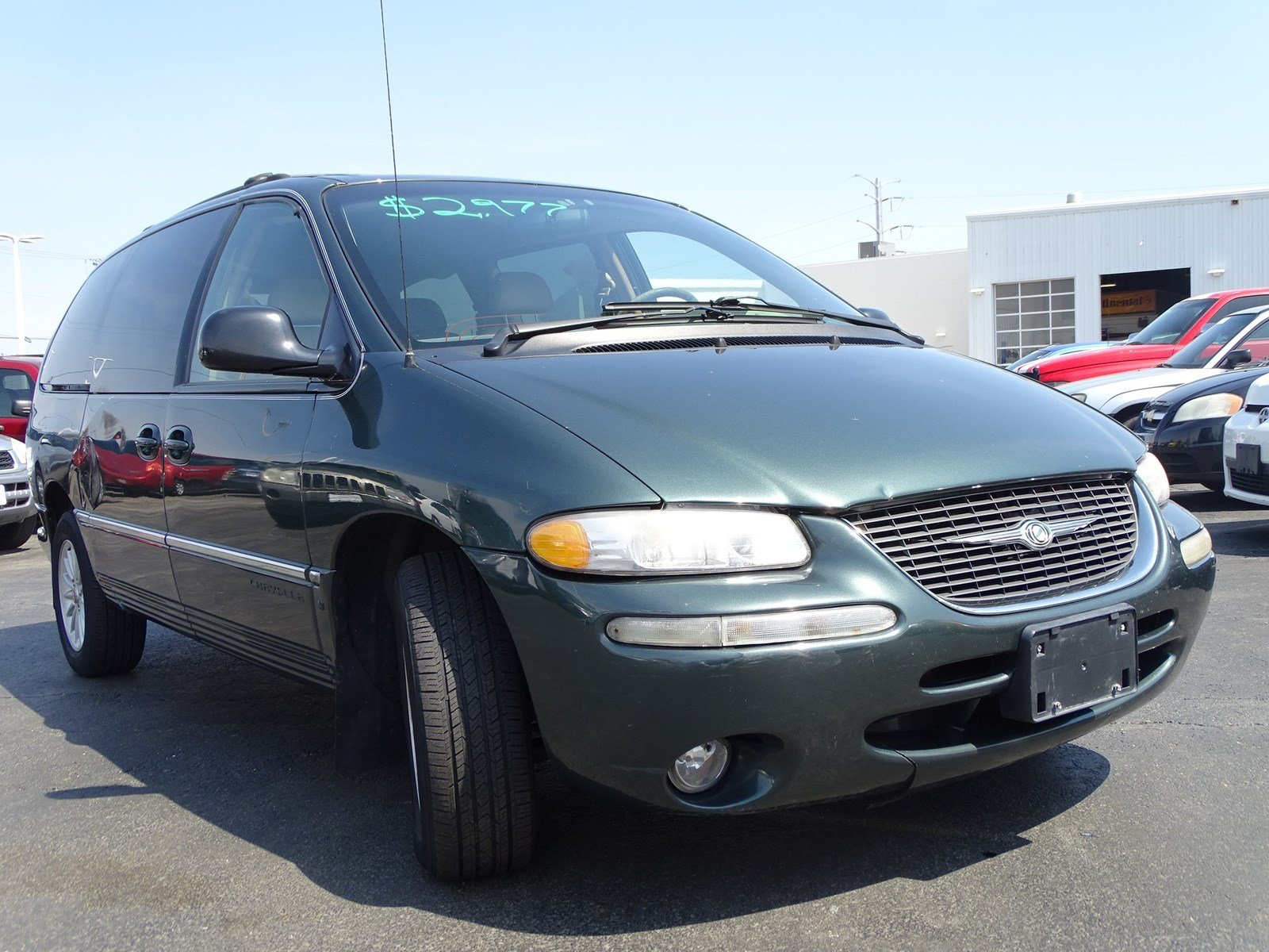 Pre-Owned 2000 Chrysler Town & Country LXi